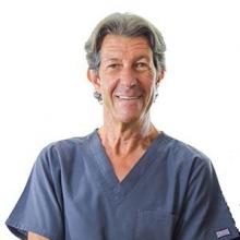 Profesional Médico Carlos Enrique Gomez Oliver