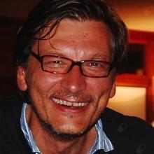 Profesional Médico Esteban Scola Pliego